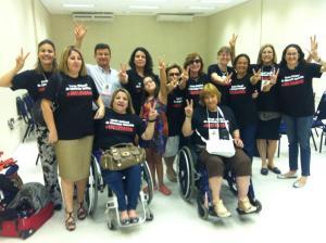 O pessoal do Fórum Nacional de Educação Inclusiva no VI Congresso Brasileiro de Síndrome de Down, ocorrido em outubro de 2012. Pirica, em cadeira de rodas, à direita. Nossa irmã de lutas.